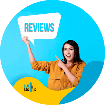 BluCactus - Manage your reviews - A woman pointing at something