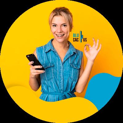 BluCactus - Focus on mobiel optimization - A woman using her phone